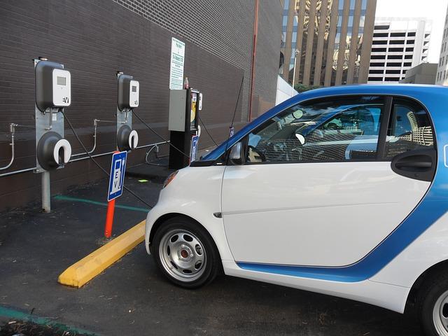 voiture électrique garée