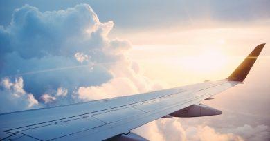 Image de l'aile d'un avion en vol